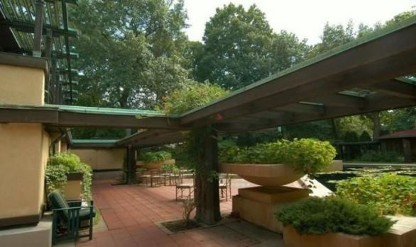 avery-coonley-house-exterior-with-cantilevers