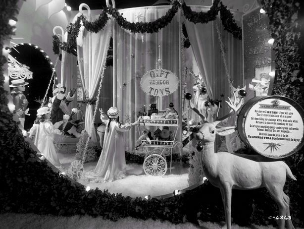 Chicago S Ultimate Window Dressing Christmas At Marshall